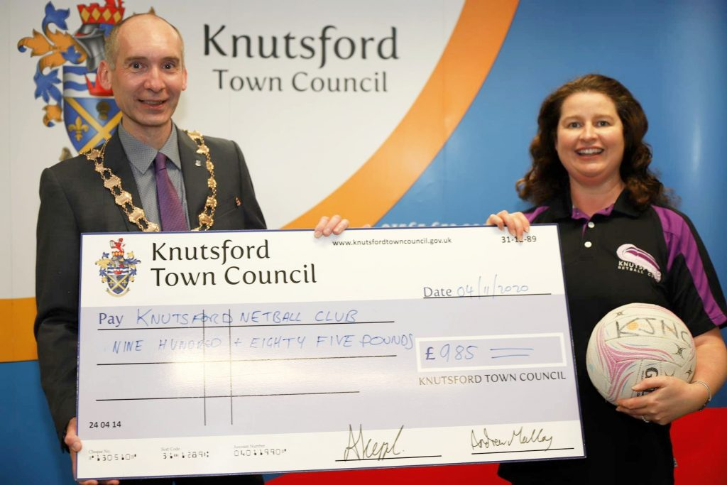 Town Mayor hands cheque to Netball Club