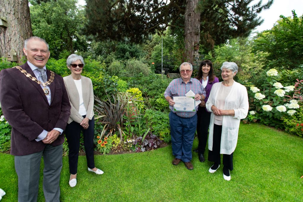 Town Mayor with the 3rd place winners in a garden